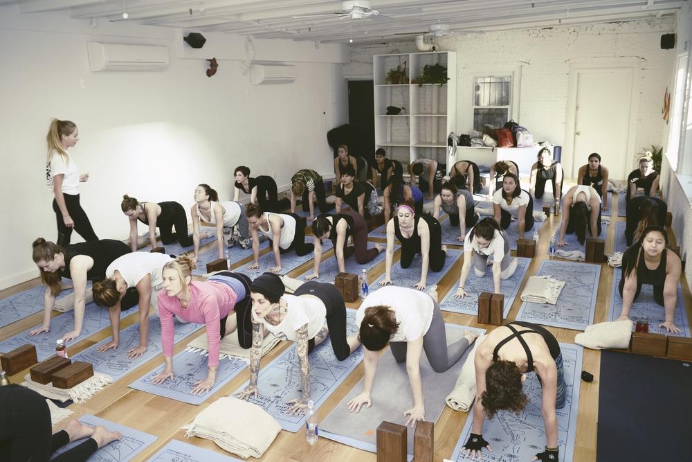 the-ww-club-sky-ting-yoga-womens-day-ting2.jpg