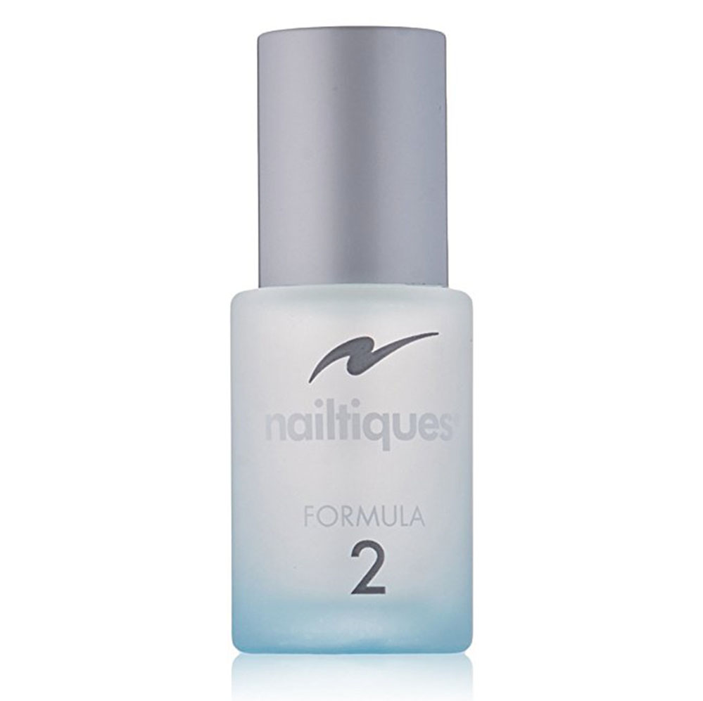 In an attempt to go gel-free, I'm strengthening my natural nails with this tried+tested wonder potion.