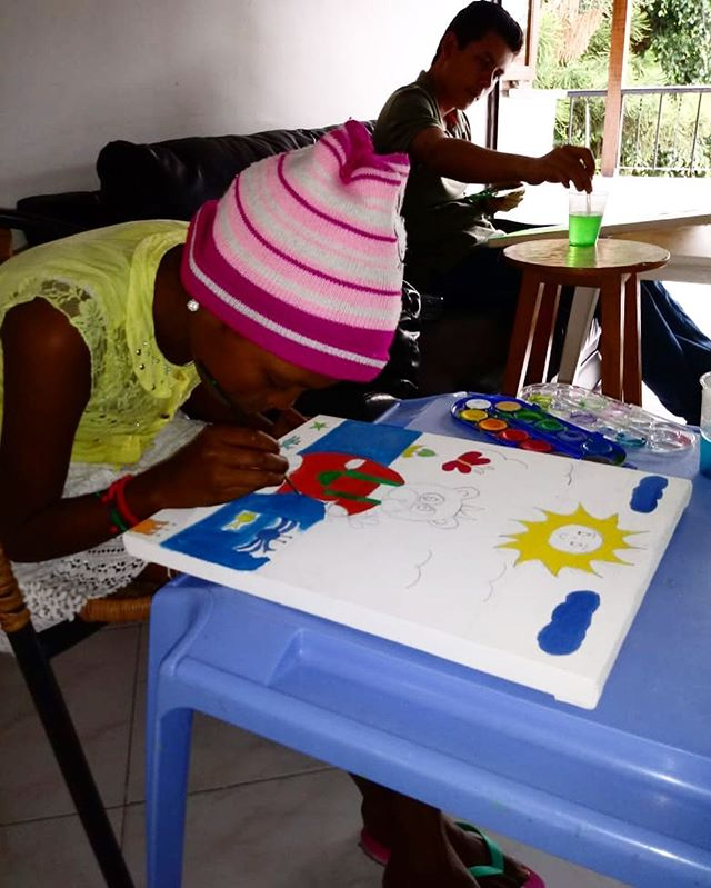 💫A picture is a poem without words💫The children at Los Discipulos de Jesús expressing themselves through their paintings during a recent art class with us🎨💜 Join the movement! www.souldancers.org