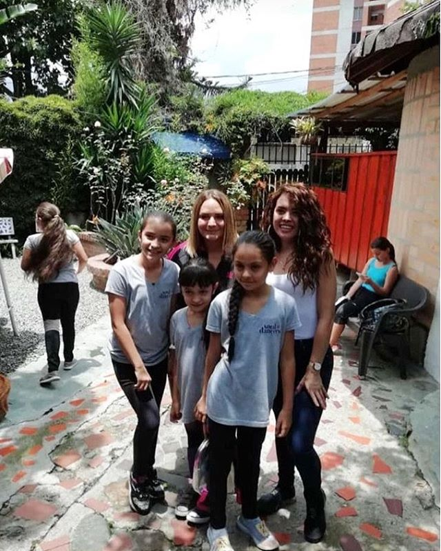 Army of Sass CEO @carla_catherwood and @nelly_kate with the little ladies of Villa Danza💜 Thank you to these kind human beings for getting involved in our movement and making the trip down South to see what Soul Dancers is all about! 🙏🏻 . . . . . . . . . . . . . . . . . . . . #souldancers #giftofdance #nourish #empower #inspire #causes #charity #jointhemovement #donate #change #philanthropy