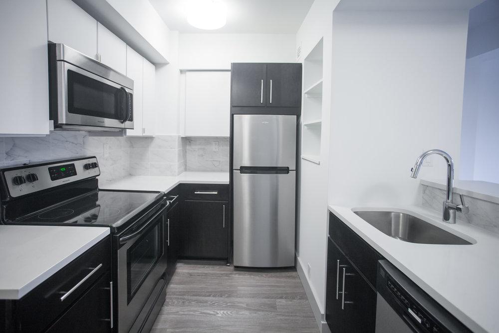 Montclair_UNIT 5V_Kitchen.jpg