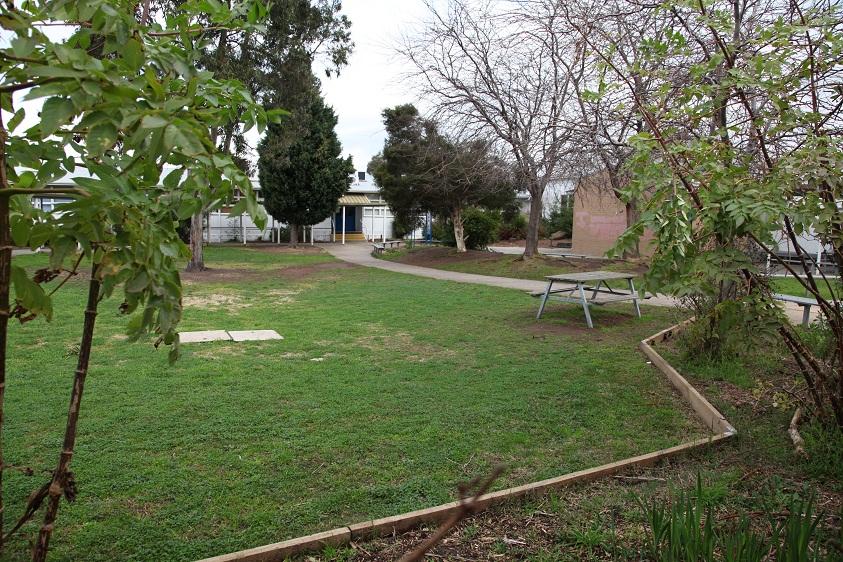Glenroy College school yard