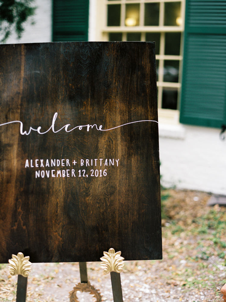 wood-wedding-welcome-sign-ribault-club.jpg