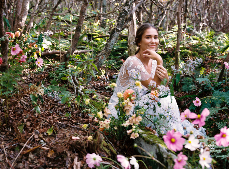 relaxed-woodland-bride-e-m-anderson.jpg