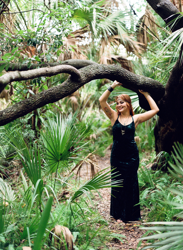 jacksonville-photographer-woman-with-oak-tree.jpg