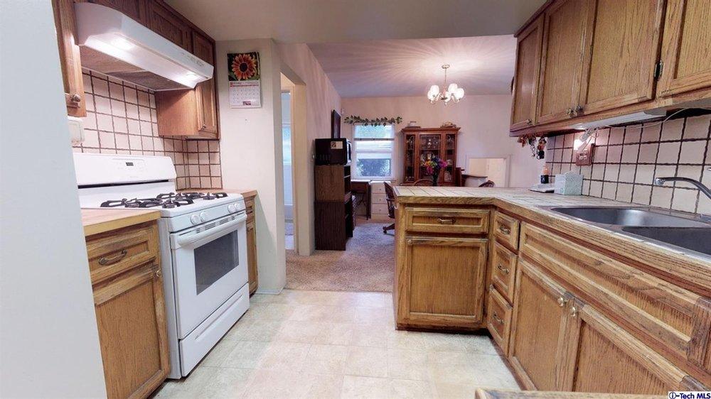 HHR 4 Kitchen Before 2.jpg