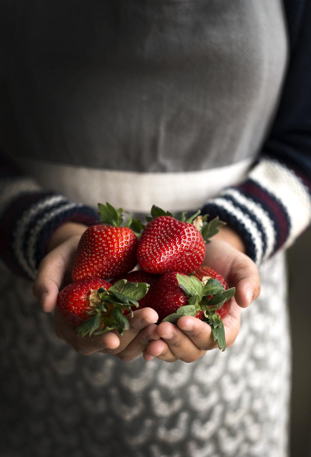 Strawberriesinhand-HR-SimiJois-2016.jpg