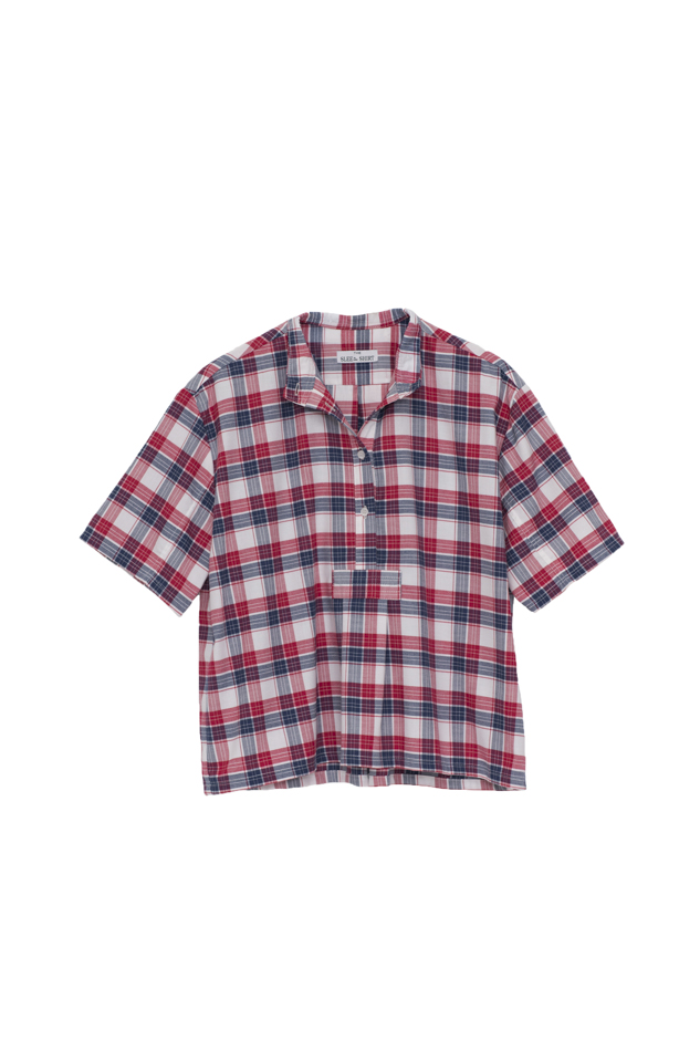 Pictured : Short Sleeve Cropped Shirt in Berry Plaid