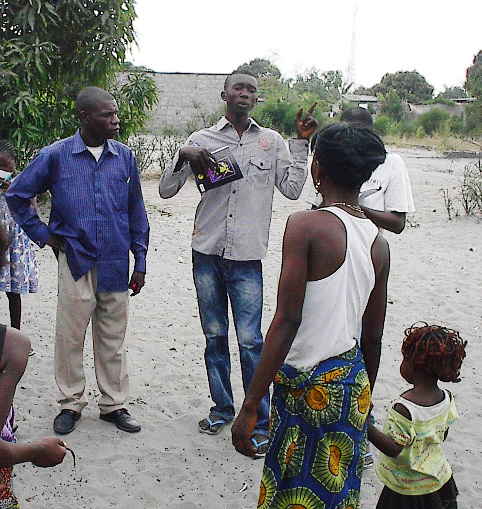 Jeremie speaking to family - Cropped