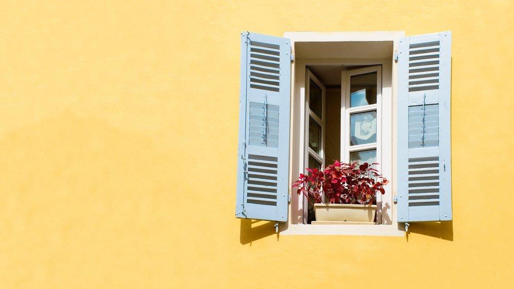 window-2749076_1920.jpg