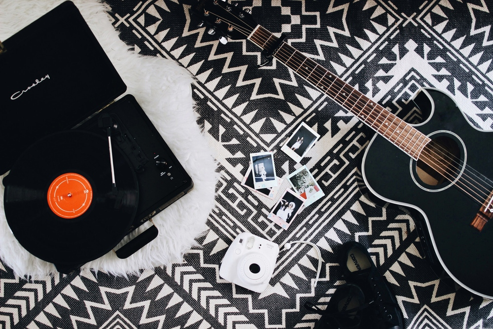 Music In A Summer Home with Urban Outfitters // Mel Denisse