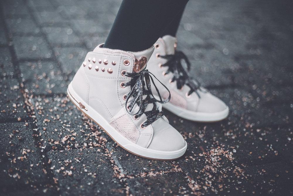 skechers girls fashion shoes phoenix street