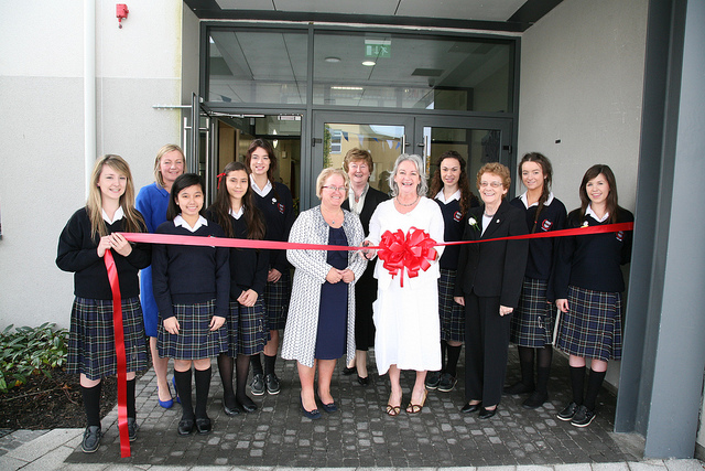 Scoil Chriost Ri Cutting the Ribbon