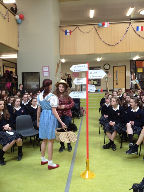 Scoil Chriost Ri french play