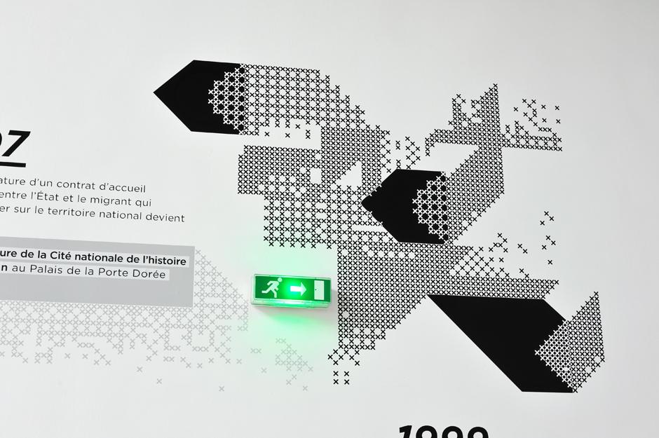 adrienne-bornstein-signaletique-cite-nationale-histoire-immigration_palais-porte-doree-graphisme-13.jpg