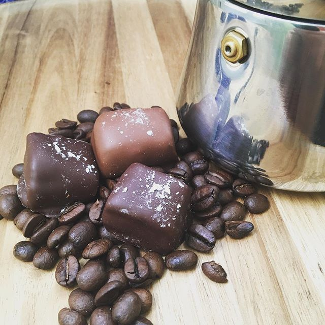 Sunday morning coffee and coffee caramels? Um, yes please. These go with waffles, right? #brunch #lacolombe #caramel #darkchocolate #sundaymorning #coffee #espresso