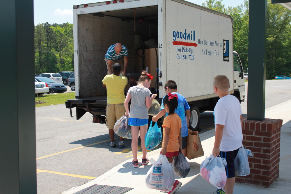 Students at Carter Elementary helped kick off the Knox County Straight from the Heart Sack Pack donation drive.
