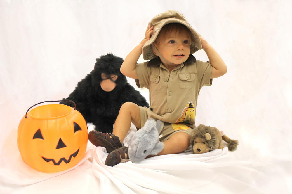The tiniest of costumes goodwill knoxville if you find a khaki brown or green outfit gather up some stuffed animals and they can be a zoo keeper the perfect accessories can really complete an solutioingenieria Images