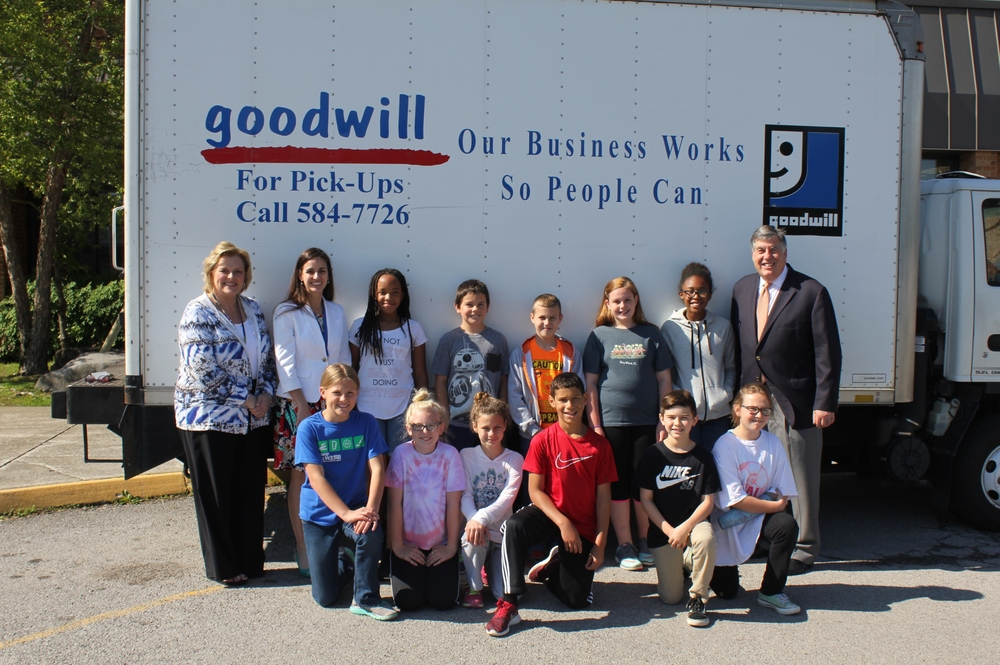 Karns Elementary Principal Ms. Miller, Goodwill Industries-Knoxville President & CEO Liz Nother, Voice of the Vols Bob Kesling, and students from Karns Elementry.