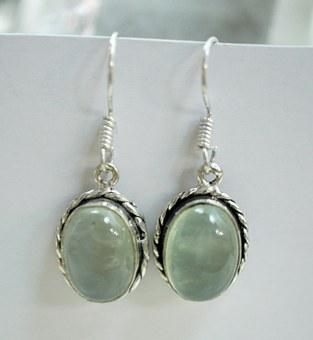 jewelry-665384__340.jpg