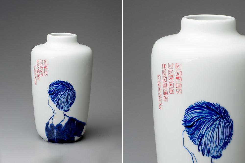 Social Media( Looking / V shape vase)