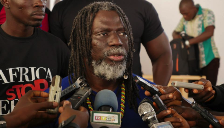 Tiken Jah Fakoly speaking to the press in Conakry, Guinea, May 2015. Photo: Africa Stop Ebola.