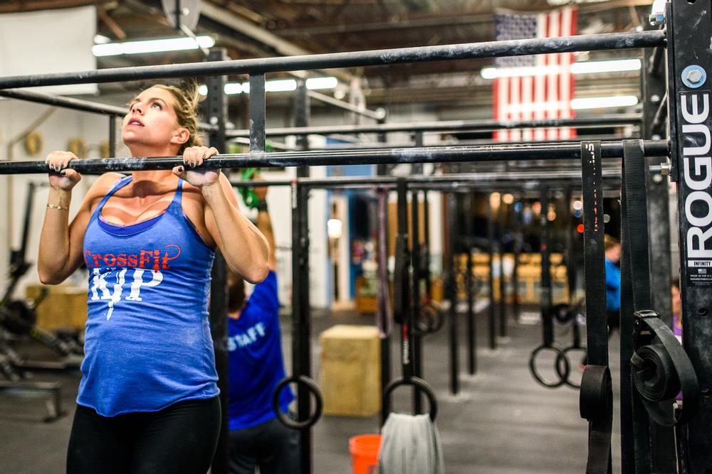 Mrs Motisi still crushing pull-ups 28 weeks pregnant