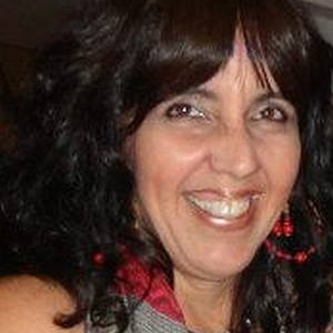 Débora Isidoro - has been a literary translator since 1989, when she switched from a