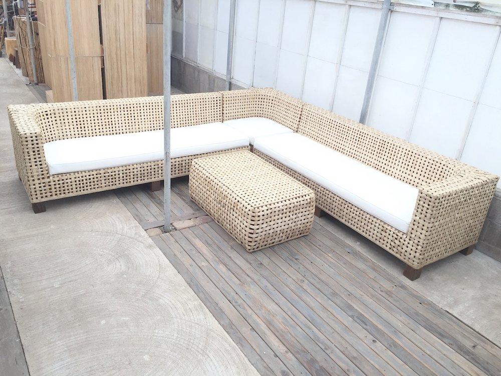 Devereaux L Lounge