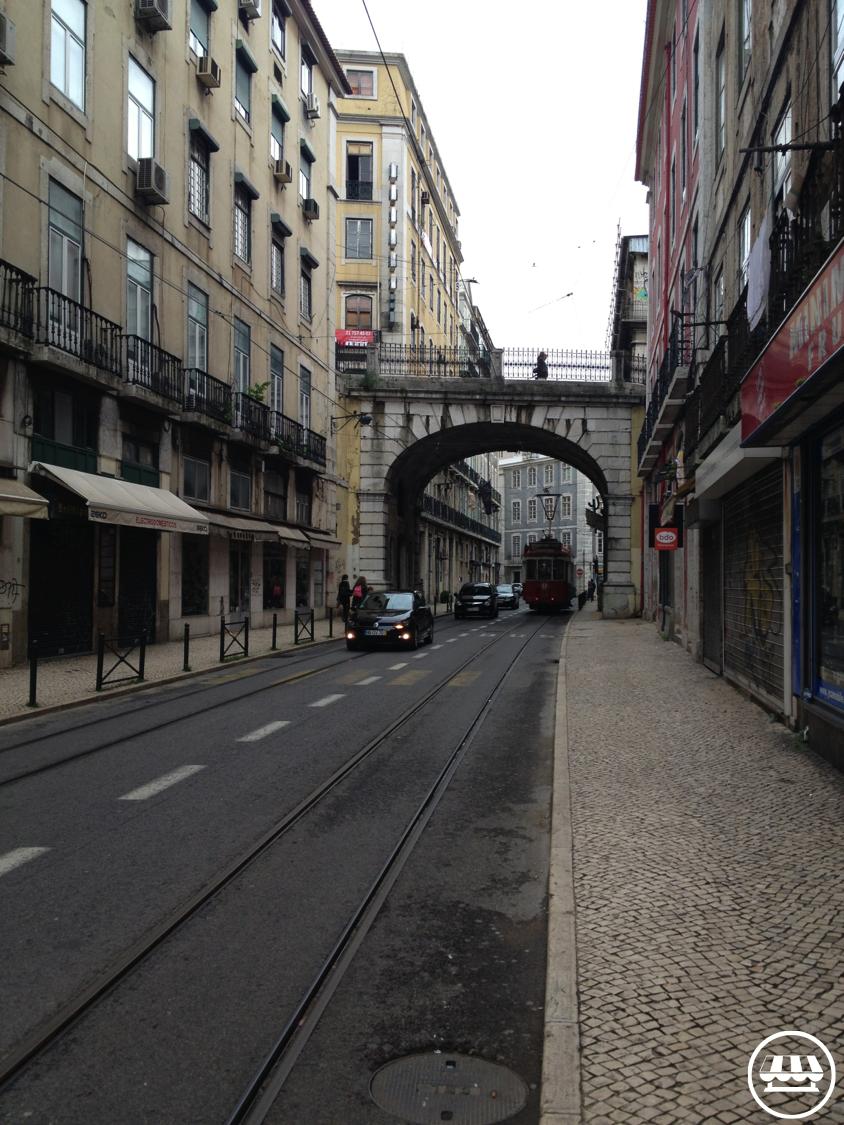 lisbon-streets2-carpedigi.png
