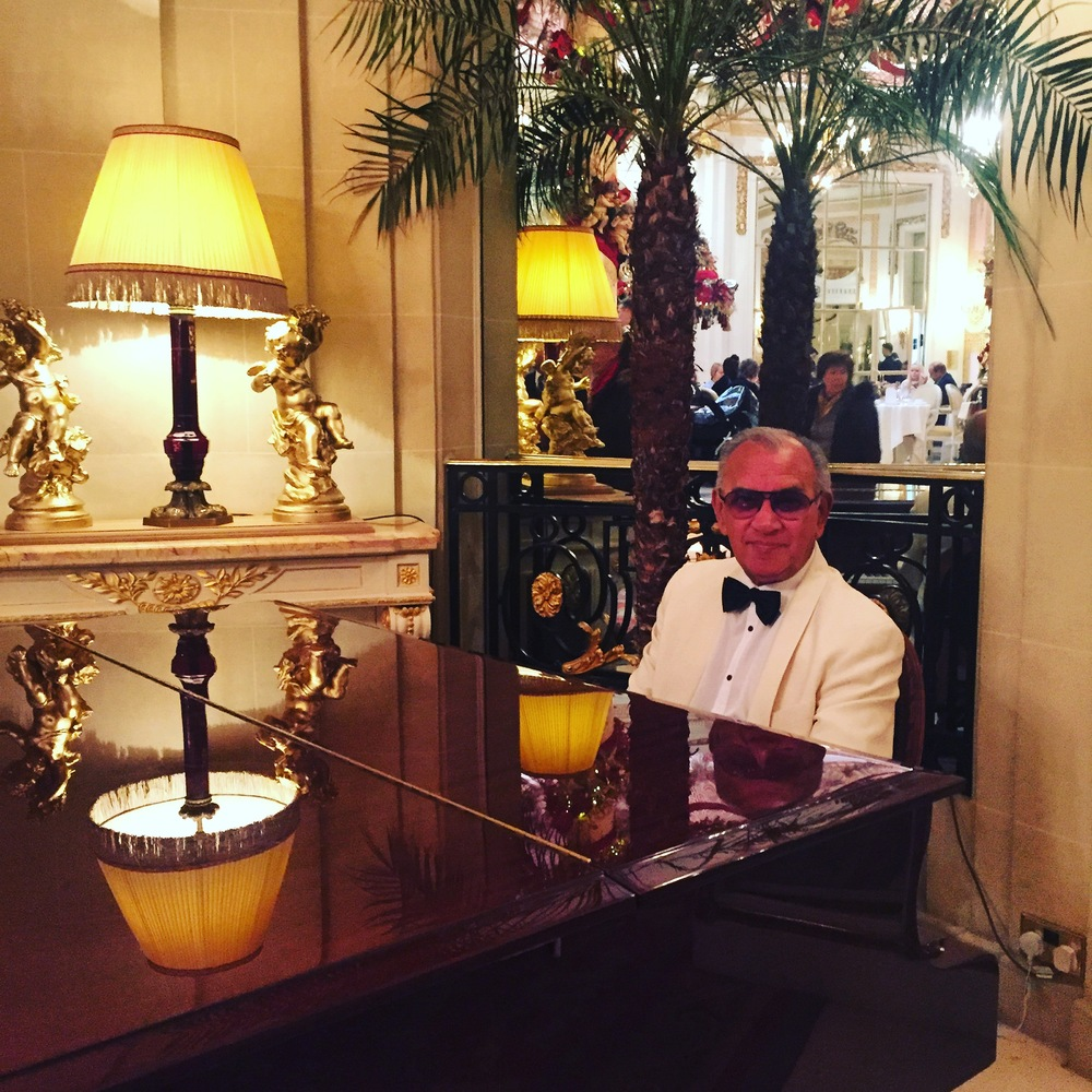 Cool pianist at The Ritz.