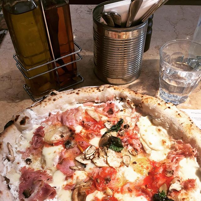Never a wrong time for pizza 🍕 never a wrong time for @francomancapizz which remains after almost 5 years one of my favorites in London. Others are @santamariapizza @cratebrewery and @pizzaeast