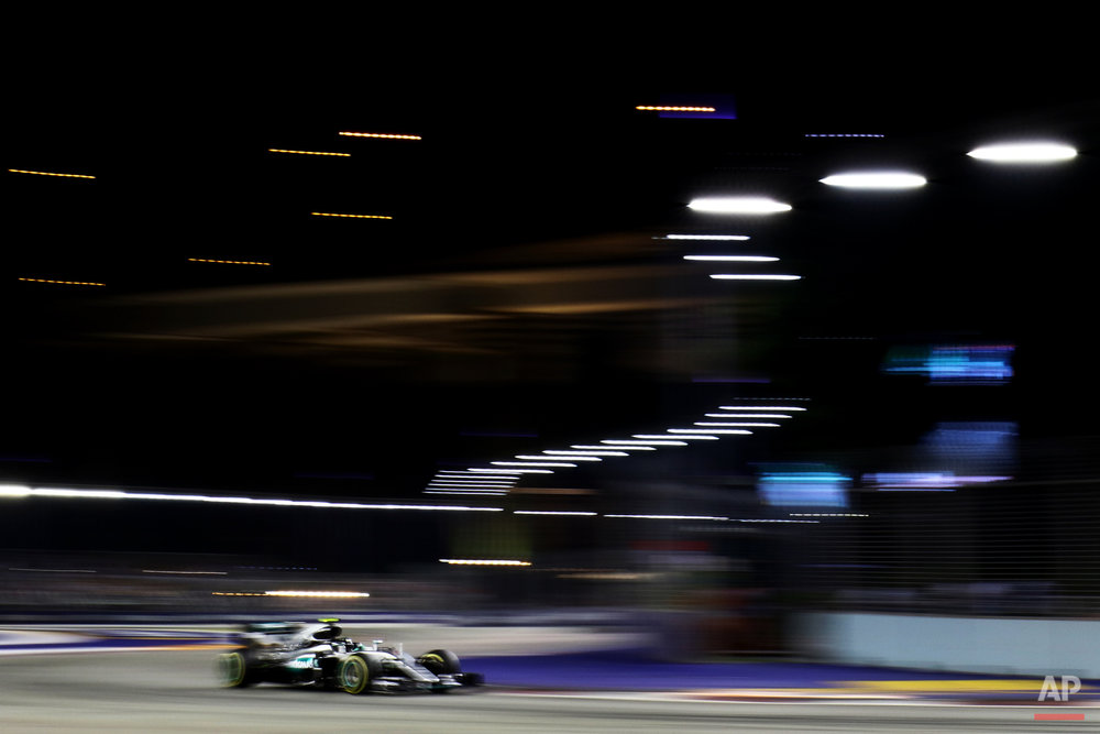 Mercedes driver Nico Rosberg of Germany steers his car during the Singapore Formula One Grand Prix on the Marina Bay City Circuit in Singapore, Sunday, Sept. 18, 2016. (AP Photo/Yong Teck Lim)