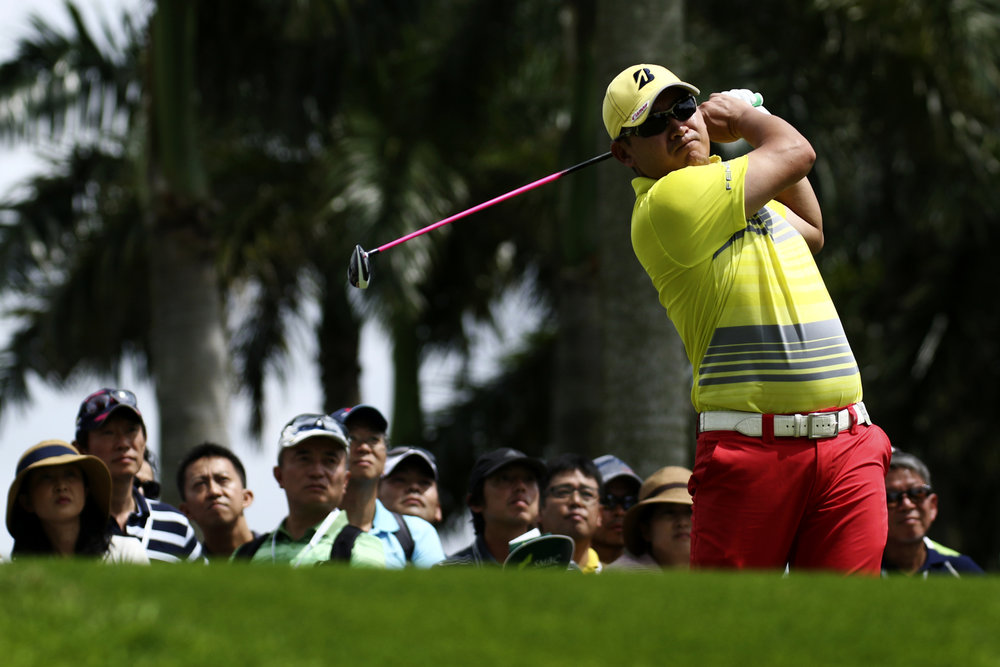 Angelo Que of the Philippines tees off on the ninth hole during the SMBC Singapore Open golf tournament at Sentosa's Serapong golf course in Singapore January 22, 2017.