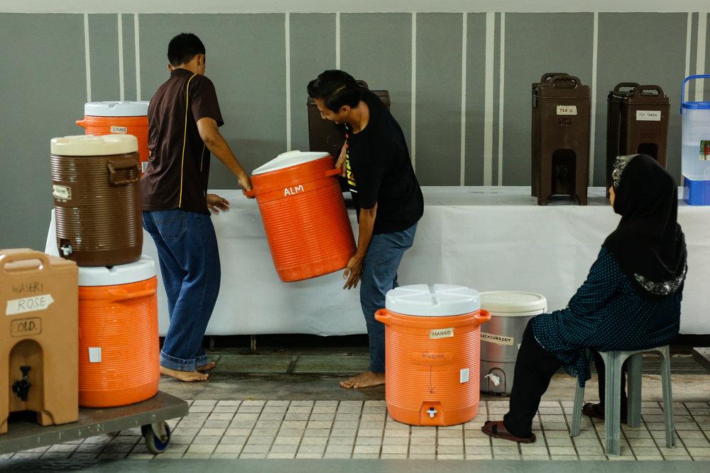 Volunteers prepare drinks for iftar at Masjid Al-Mukminin.