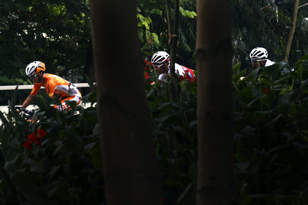 Cycling - Hong Kong Cyclothon 2016 - Hong Kong - 25/09/16 Competitors in action during the Men's Open Race. The Hong Kong Cyclothon is the biggest cycling event in Hong Kong and features four races and five cycling activities. REUTERS/Yong Teck Lim