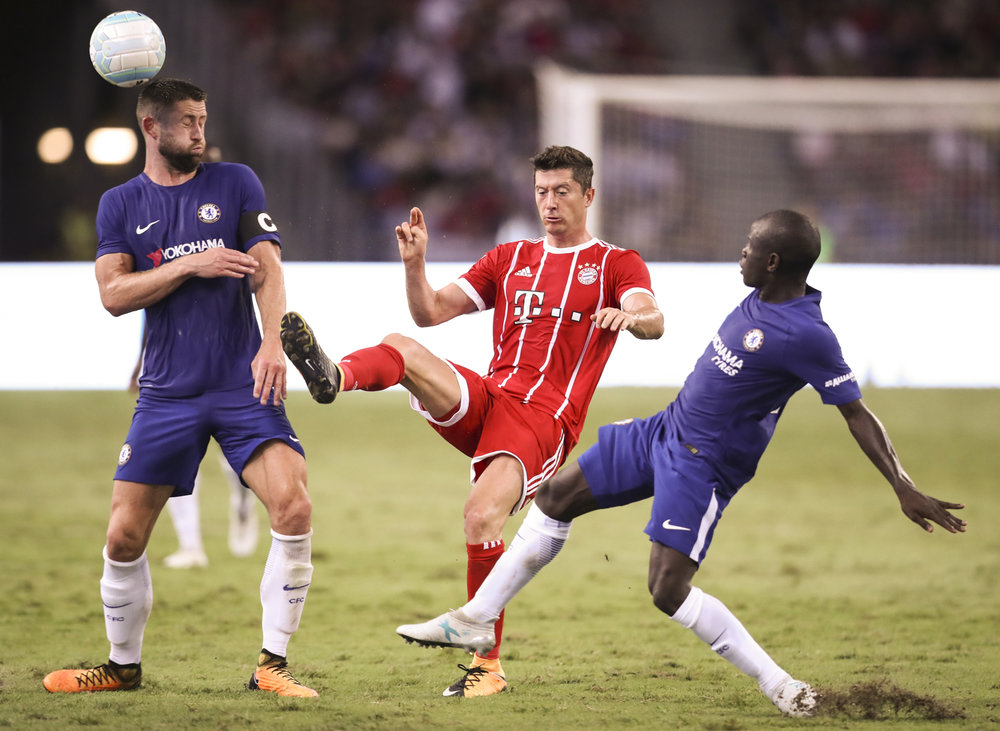 Soccer Football - Chelsea vs Bayern Munich - International Champions Cup - Singapore - July 25, 2017 Bayern Munich's Robert Lewandowski in action against Chelsea's Gary Cahill and N'Golo Kante REUTERS/Yong Teck Lim
