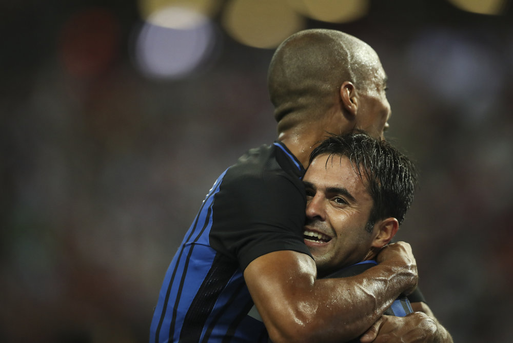 Soccer Football - Bayern Munich v Inter Milan - International Champions Cup Singapore - Singapore - July 27, 2017 Inter Milan's Eder Martins celebrates with teammate Joao Mario after scoring his second goal. REUTERS/Yong Teck Lim