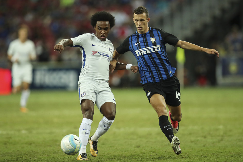 Soccer Football - Chelsea v Inter Milan - International Champions Cup Singapore - Singapore - July 29, 2017 Chelsea's Willian in action with Inter Milan's Ivan Perisic REUTERS/Yong Teck Lim
