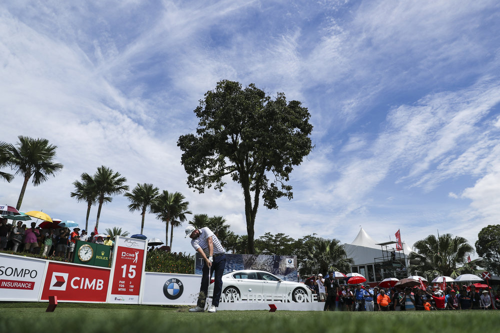 KUALA LUMPUR, MALAYSIA - OCTOBER 14: Marc Leishman of Australia plays his shot on the 15th tee during the final round of the CIMB Classic at TPC Kuala Lumpur on October 14, 2018 in Kuala Lumpur, Malaysia. (Photo by Yong Teck Lim/Getty Images)