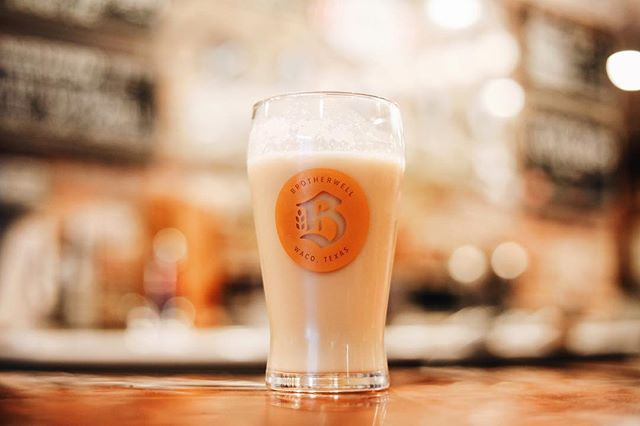 Drum roll, please.... @brotherwell_brewing BUTTER BEER IS BACK, Y'ALL! 🙌🏻 Just in time to treat yourself after a long week, stop in and see us! ⚡️🤩