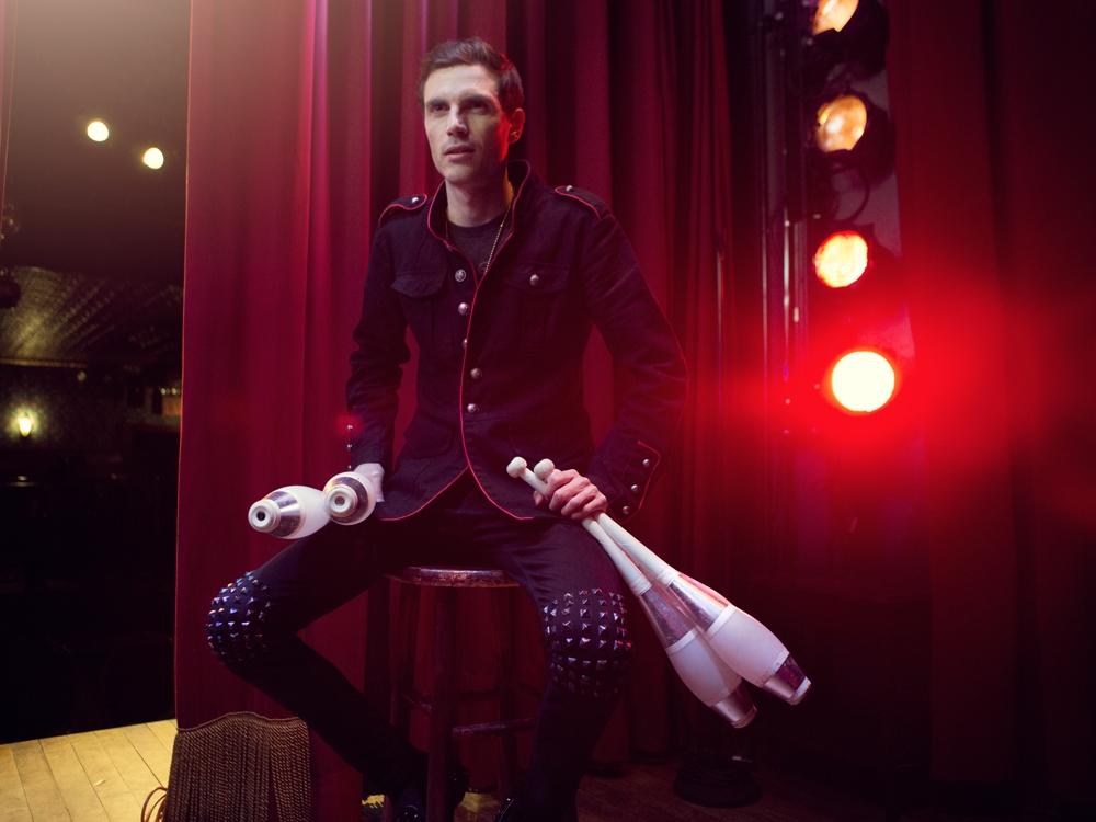 chris+ruggiero+entertainer+juggler.jpg