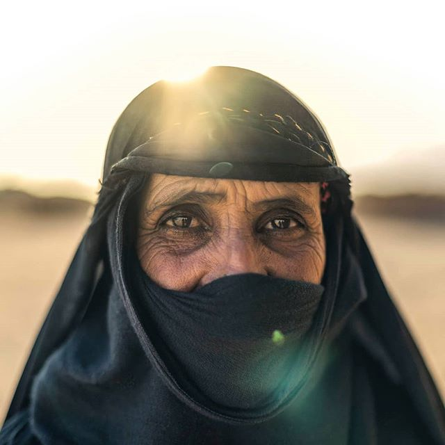 Bedouin lady shot at the back end of last year on commission with @tuiuk in Marsa Alam.  #bedouin #marsaalam #egypt #africa #sinai #portrait #desert #mountains #travel #travelling #Travelphoto #travelphotography #travelgram #people_creative_pictures #human #travelling #sony #a7riii #Zeiss #35mm #advertising #London #commission #shootlife