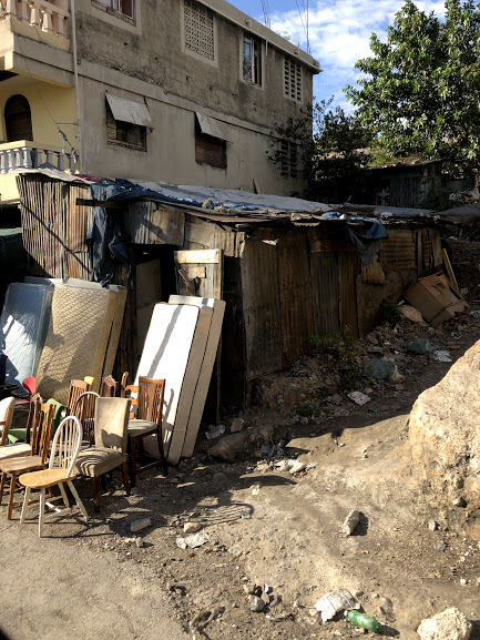 - Close to 1 billion people in the world live in slum conditions, representing about one quarter of the world's urban population.In low-income countries life expectancy is 62 years, while in high-income countries it is 81