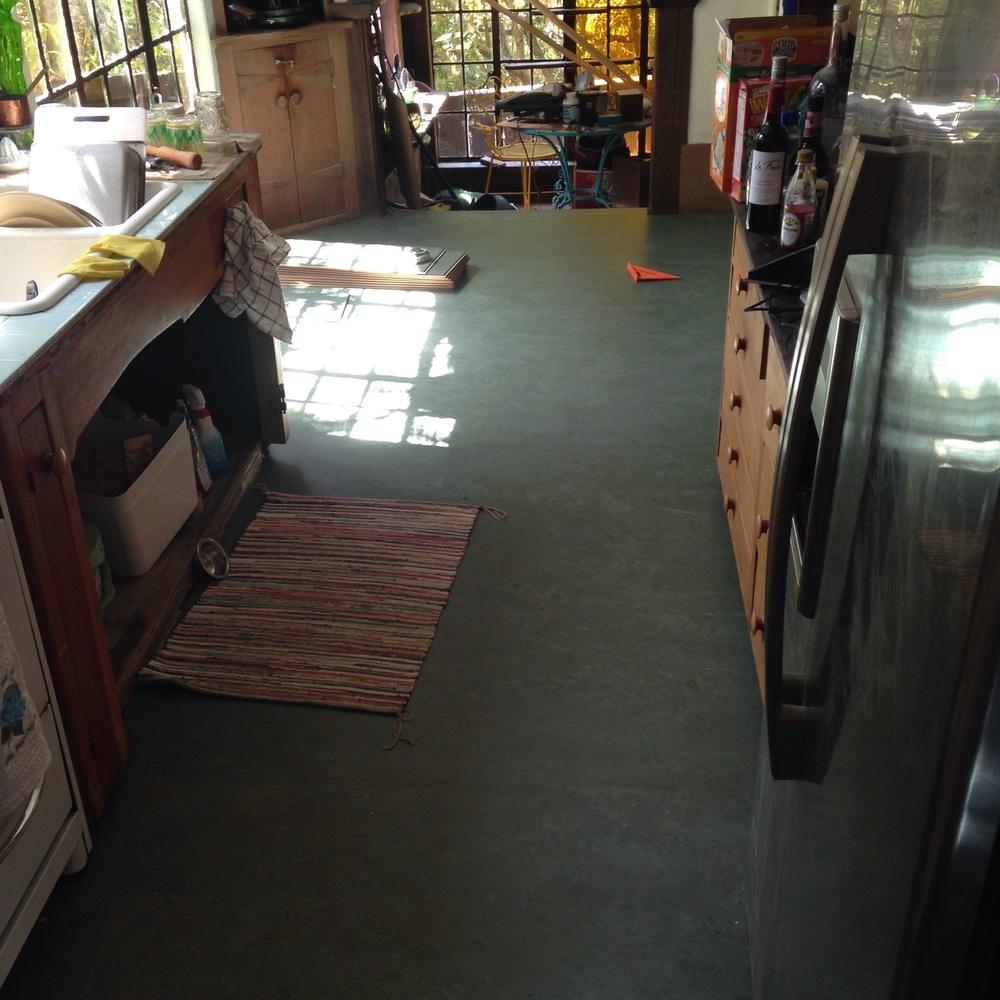Kitchen marmoleum is done - awaiting trim