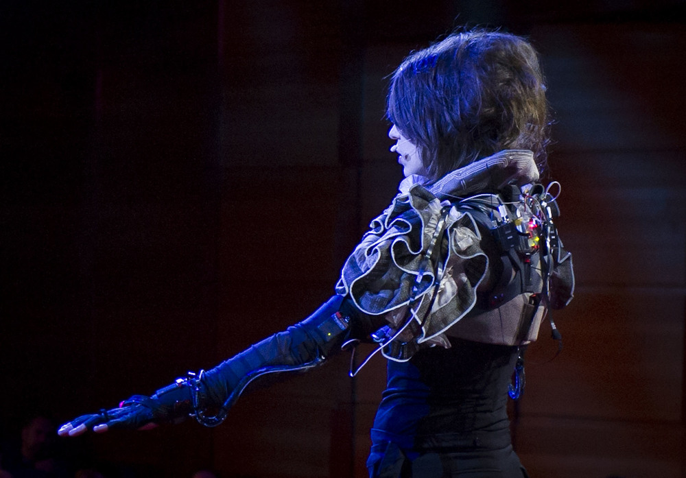 imogen heap mimu gloves ted global soft circuit.jpg