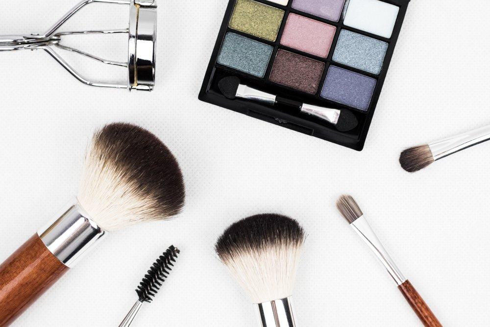 cosmetic-eyeshadow-make-up-208052.jpg