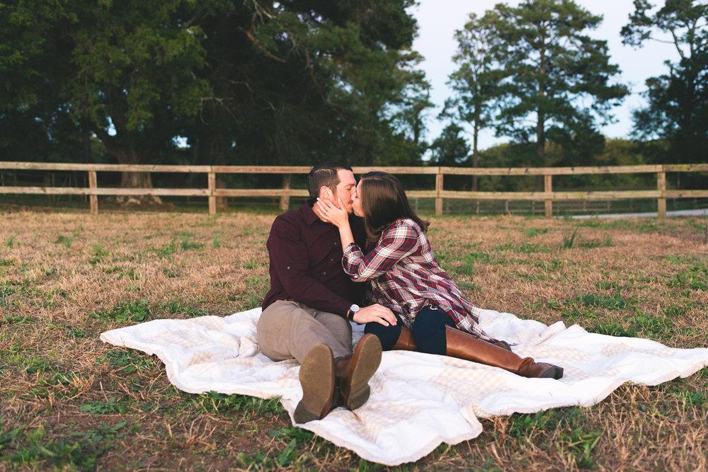 2018_Couples_Zach&Michaela_blog-30.jpg