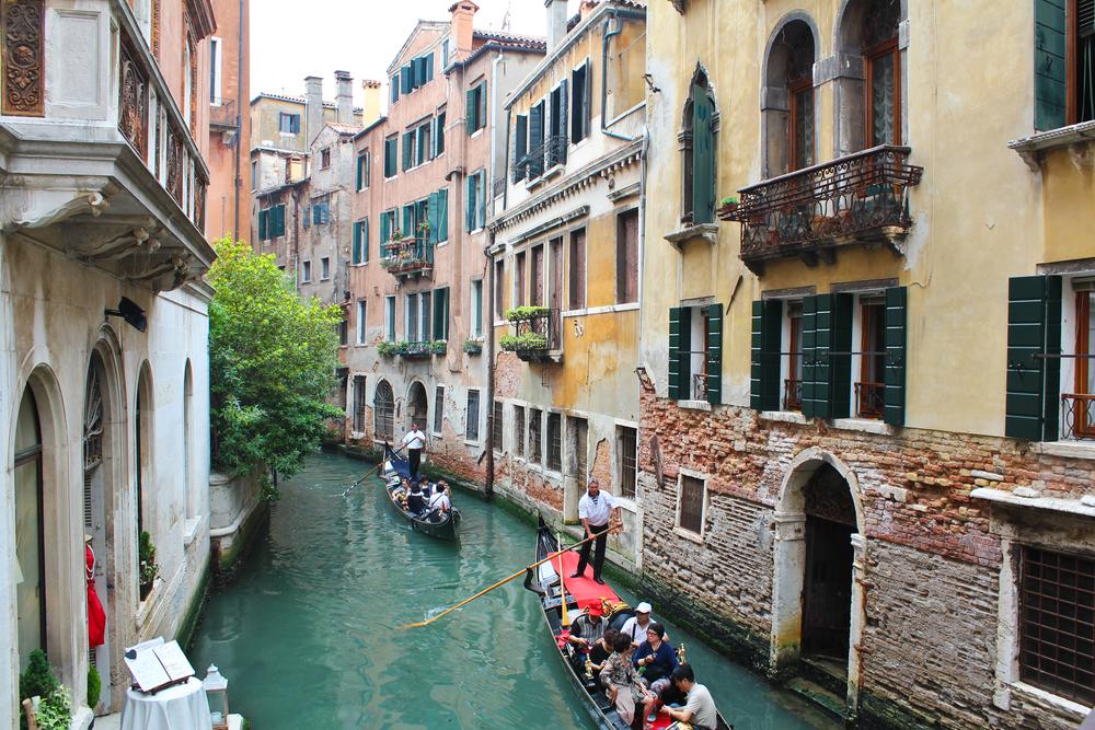 trisa-taro-romantic-destinations-venice-italy-canal.jpg
