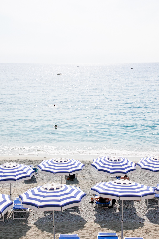 IMG_6320-beach-monterosso-cinque-terre-italy-trisa-taro-the-free-passport.jpg